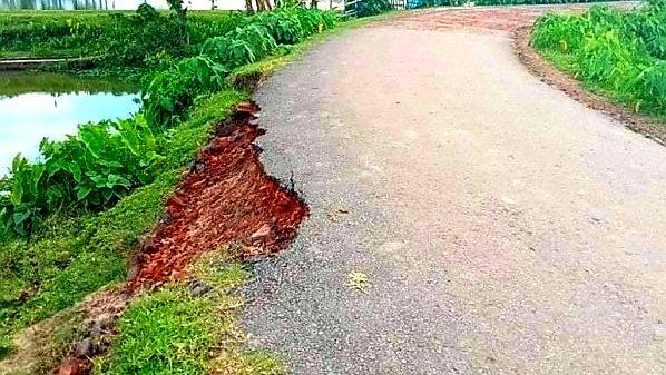দিরাই কর্ণগাঁও-গচিয়া সড়ক : সংস্কার কাজ শেষ হওয়ার আগেই ধস