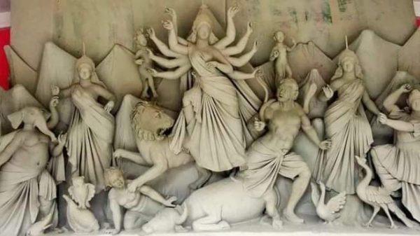 শারদীয় দুর্গোৎসব উপলক্ষে রাণীশংকৈলে ব্যস্ত সময় পার করছেন মূর্তি কারিগররা