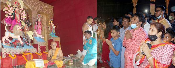 সপ্তমীতে চৈতালী সংঘ শারদীয় দূর্গাপূজা পরিচালনা পরিষদের অঞ্জলি প্রদান